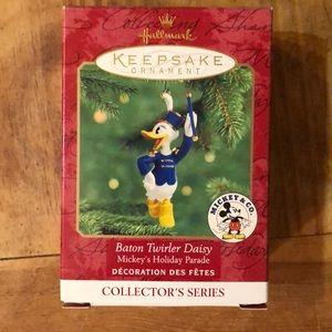 Hallmark Disney ornament - Baton Twirler Daisy '00